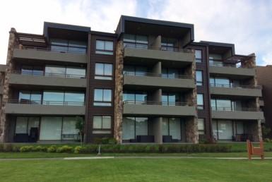 Pucon arriendo departamento edificio el Bosque, 4 dormitorios, 3 baños, 2 estacionamientos, piscina