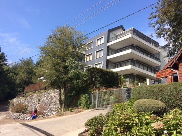 Vendo amplio departamento en Pucon, 4 dormitorios, 3 baños, calefacción central 2 estacionamientos