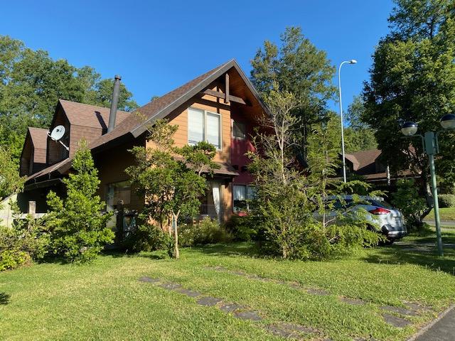 Arriendo casa en pucon condominio casa bosque, 4 dormitorios, 3 baños, estacionamiento,